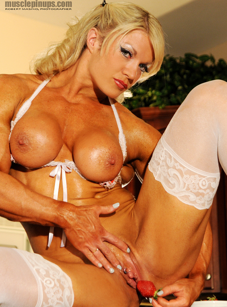 English Lust : Lisa Cross during a Muscle PinUps video production.