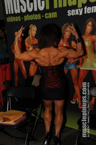Hottie Evie LaRosa returns to the Muscle PinUps booth.